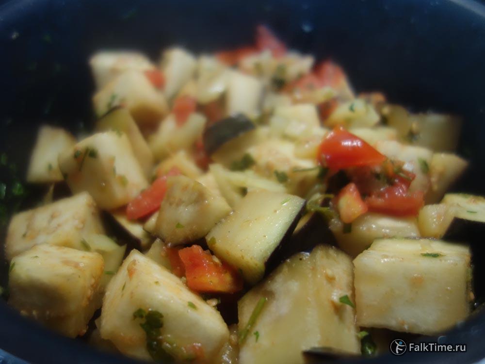 Рецепт баклажанной икры - перемешать овощи