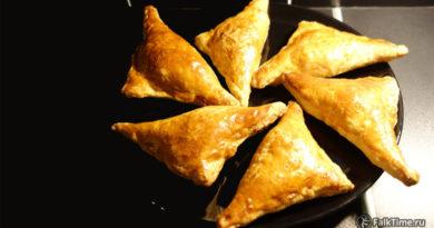 Треугольники со шпинатом и сыром