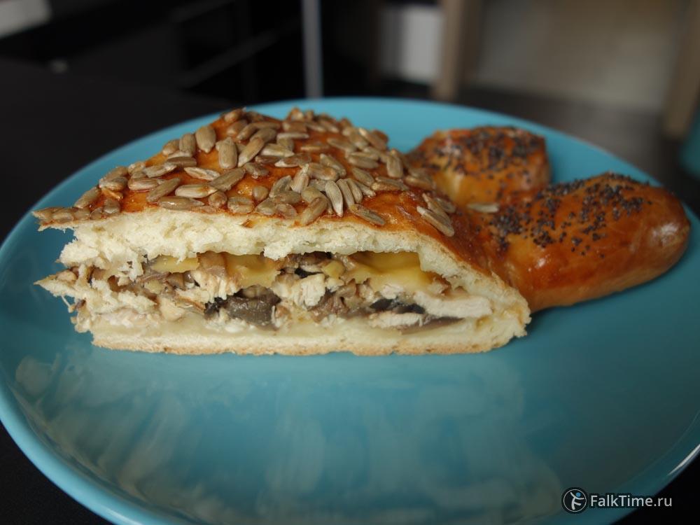 Пирог-подсолнух в разрезе