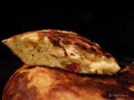 Испанская тортилья с сыром и мини-салями