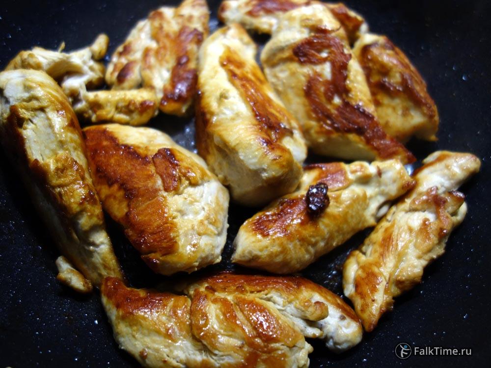 Или обжарьте филе куриной грудки