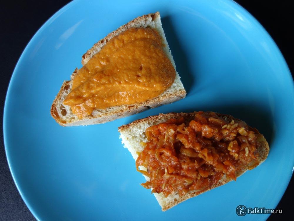 Кабачковая икра на хлебе